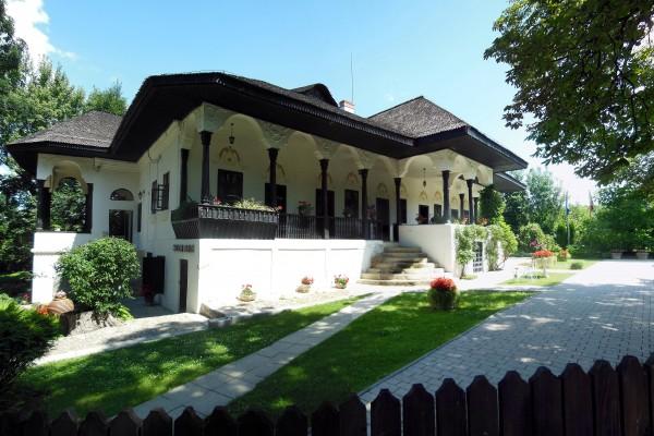 Bellu Manor Urlati